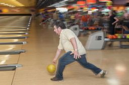 _DSC4840: Bowling action, Credit: Claude Laviano
